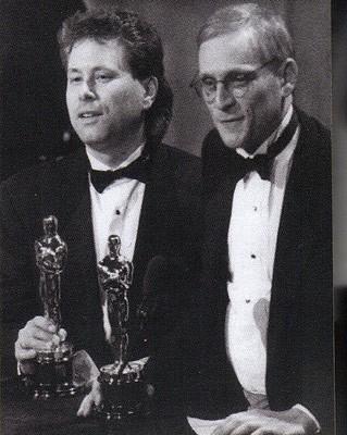 Alan Menken e Howard Ashman ricevono gli Oscar per le musiche de La sirenetta