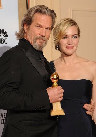 Kate Winslet con il Miglior Attore Drammatico Jeff Bridges ai Golden Globes (2010)