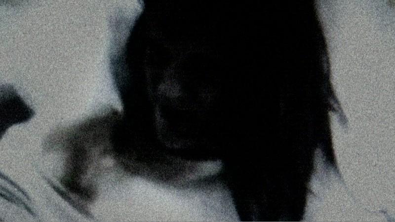 Katie Featherston in un primo piano di Paranormal Activity