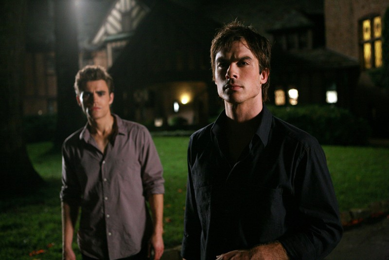 I fratelli Salvatore (Paul Wesley e Ian Somerhalder) in una scena dell'episodio Haunted di The Vampire Diaries
