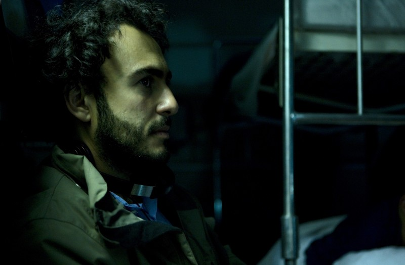 Il regista Alessandro Aronadio sul set