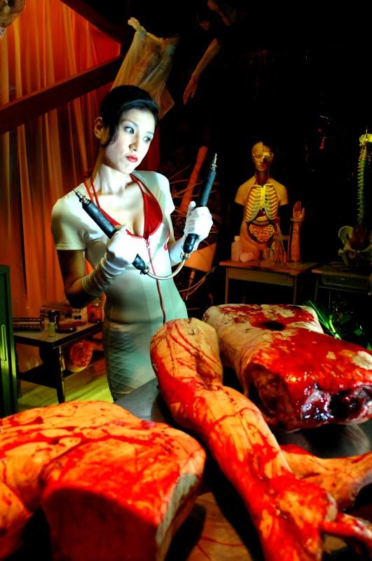 Una scena del film Vampire Girl VS Frankenstein Girl