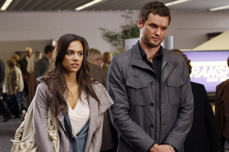 Alex (Jana Kramer) e Julian (Austin Nichols) sempre assieme nell'episodio Weeks Go By Like Days