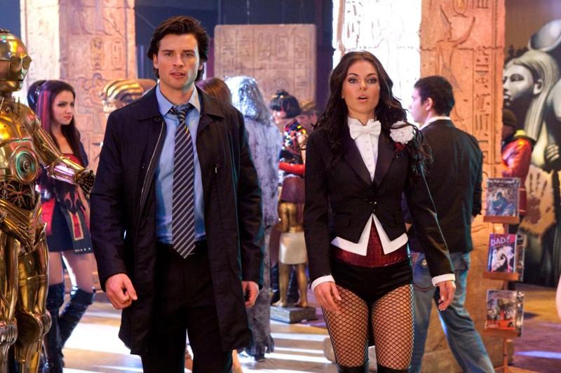 Clark (Tom Welling) in compagnia di Zatanna (Serinda Swan) nell'episodio Warrior di Smallville