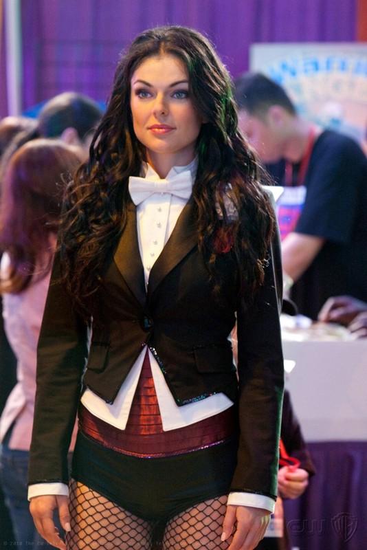 Serinda Swan è Zatanna nell'episodio Warrior della nona stagione di Smallville
