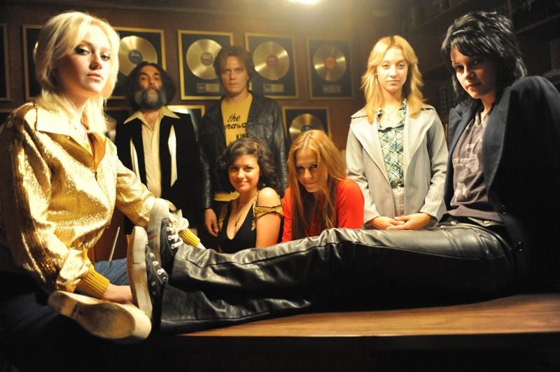 Una foto del gruppo rock anni '70: 'The Runaways' nell'omonimo film