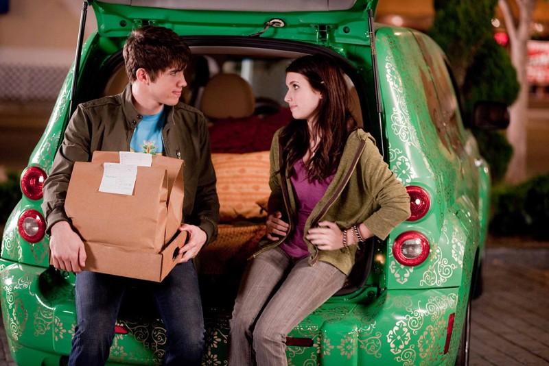 Alex O'Bannon (Carter Jenkins) e Grace Smart (Emma Roberts) in una sequenza del film Valentine's Day