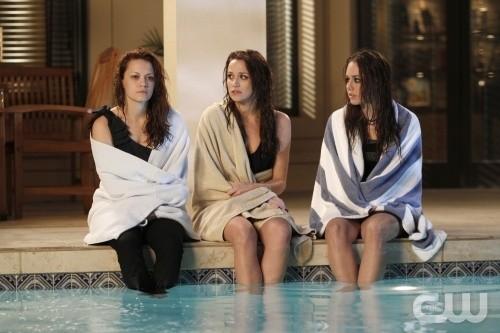 Bethany Joy Galeotti, Shantel Vansanten e Lindsey McKeon nell'episodio Family Affair di One Tree Hill