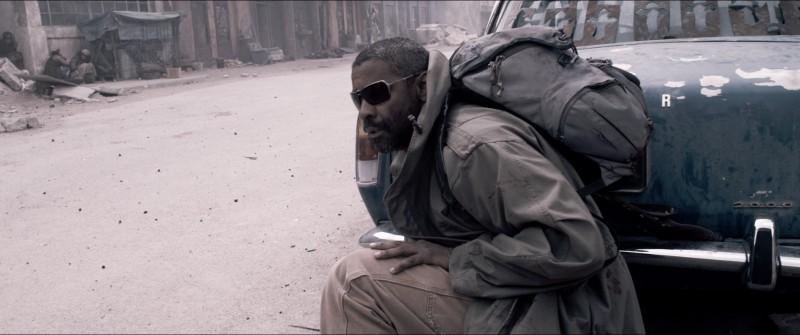 Denzel Washington eroe all'erta nel film Codice Genesi
