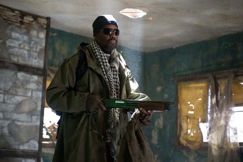 Denzel Washington nel ruolo del guerriero Eli per il film Codice Genesi