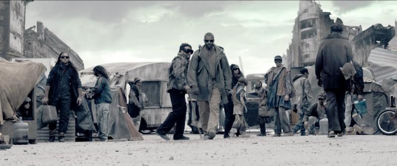 Denzel Washington nella parte del guerriero Eli nel film Codice Genesi