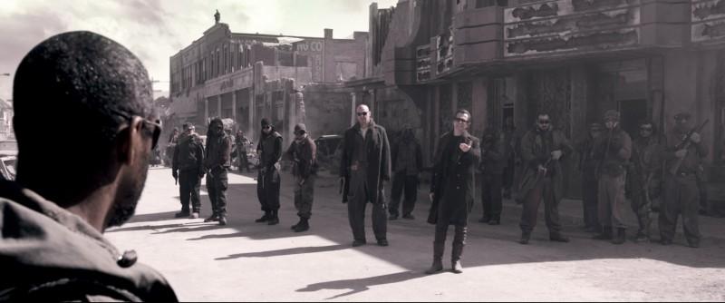 Denzel Washington, Ray Stevenson e Gary Oldman in una scena del film Codice Genesi