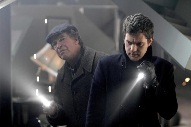 Fringe: John Noble e Joshua Jackson nell'episodio Jacksonville