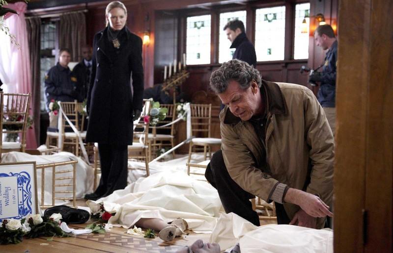 Fringe: John Noble ed Anna Torv nell'episodio The Bishop Revival