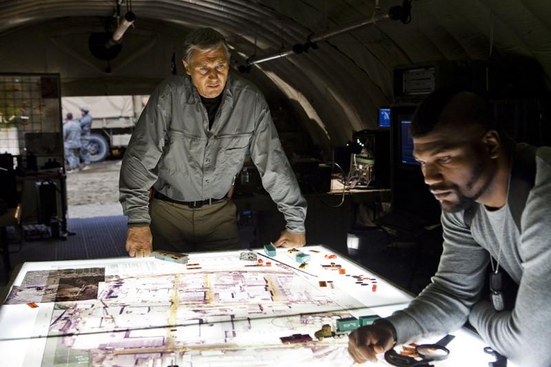 Il Colonnello John 'Hannibal' Smith (Liam Neeson) e il Sergente P.E. Baracus (Quinton Jackson) in una scena del film The A-Team
