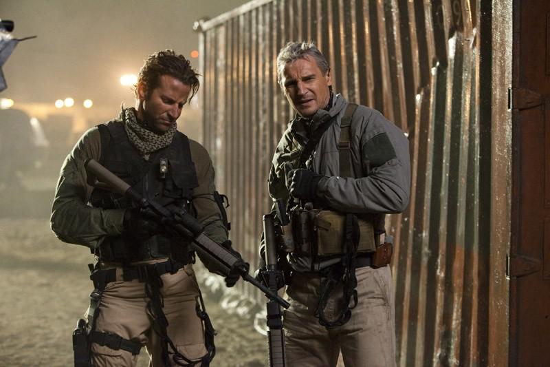 Il Tenente Templeton 'Sberla' Peck (Bradley Cooper) e il Col. John 'Hannibal' Smith (Liam Neeson) nel film The A-Team