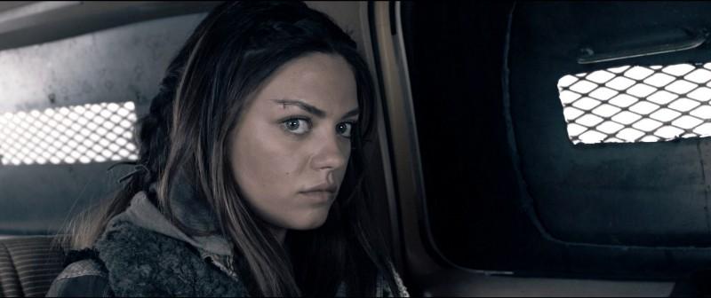 Mila Kunis in una sequenza del film Codice Genesi