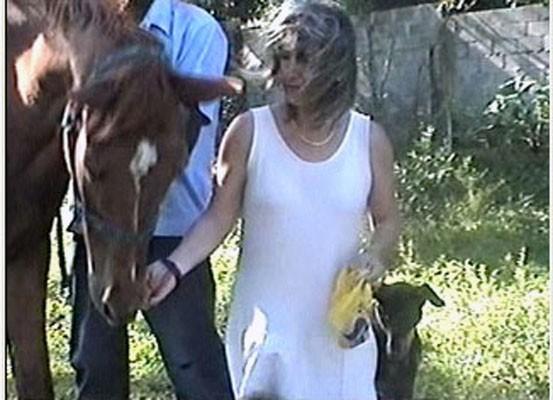 Susanna Fassetta tra i suoi animali.