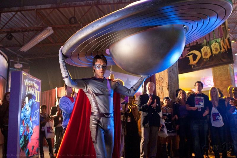 Una scena dell'episodio Warrior di Smallville con Stephen (Carlo Marks) nei panni di 'Warrior Angel'