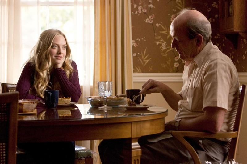 Amanda Seyfried (Savannah Lynn Curtis) e Richard Jenkins (Mr. Tyree) nel film Dear John