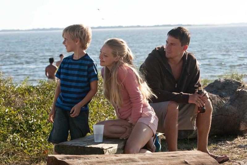 Braeden Reed, Amanda Seyfried e Channing Tatum nel film Dear John