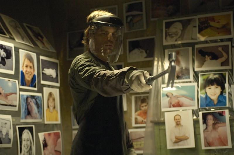 Michael C. Hall è il serial killer Dexter Morgan in una scena dell'episodio The Getaway