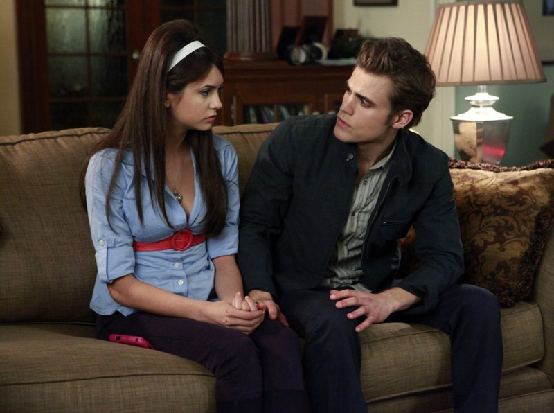 Nina Dobrev e Paul Wesley nell'episodio Unpleasantville di The Vampire Diaries
