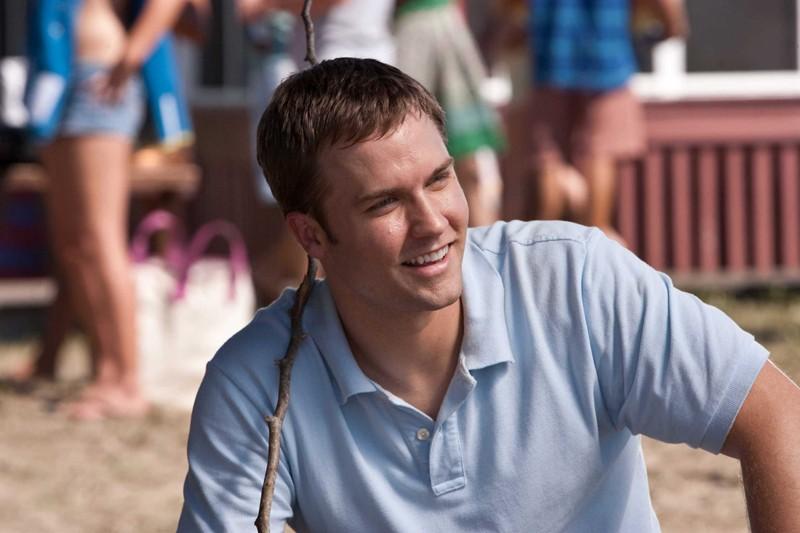 Scott Porter nel ruolo di Randy in un momento del film Dear John