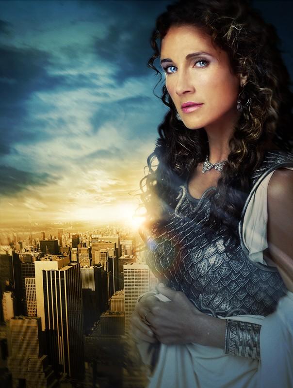 Un'immagine promo di Melina Kanakaredes (Athena) nel film Percy Jackson e gli dei dell'Olimpo: Il ladro di fulmini