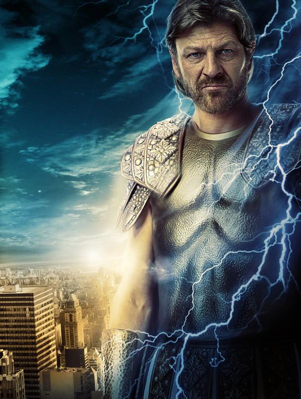 Un'immagine promo di Sean Bean (Zeus) nel film Percy Jackson e gli dei dell'Olimpo: Il ladro di fulmini