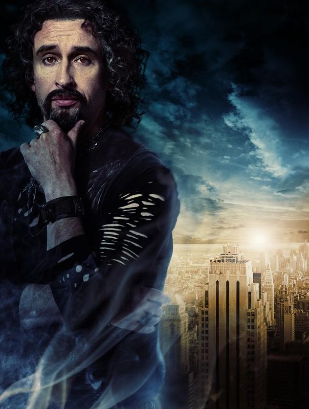 Un'immagine promo di Steve Coogan (Ade) nel film Percy Jackson e gli dei dell'Olimpo: Il ladro di fulmini