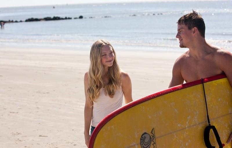 Una scena sotto il sole del film Dear John con Amanda Seyfried e Channing Tatum