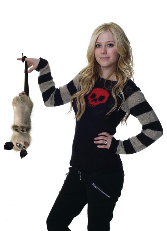 Avril Lavigne e il suo personaggio in un'immagine promo per La gang del bosco