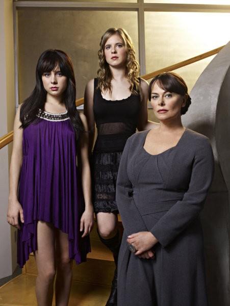 Caprica: Alessandra Torresani, Magda Apanowicz e Polly Walker in una foto promozionale