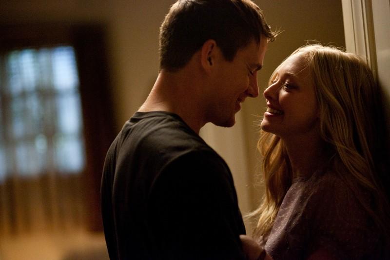 Channing Tatum e Amanda Seyfried felicemente innamorati in una sequenza nel film Dear John