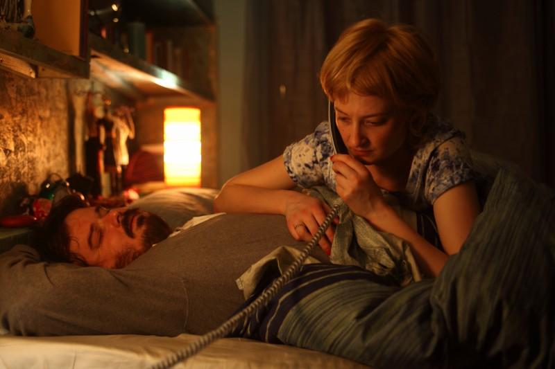 Giuseppe Battiston e Alba Rohrwacher in una scena del film Cosa voglio di più