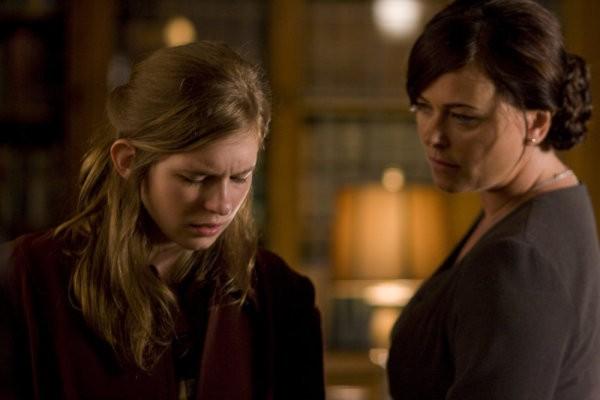 Magda Apanowicz e Polly Walker  nel pilot della serie 'Caprica'