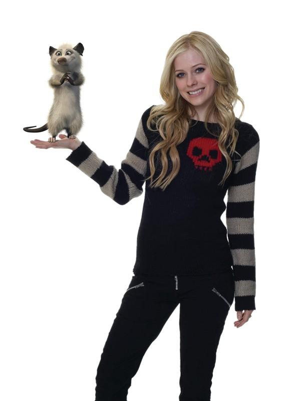 Una foto promo di Avril Lavigne e il suo personaggio per La gang del bosco