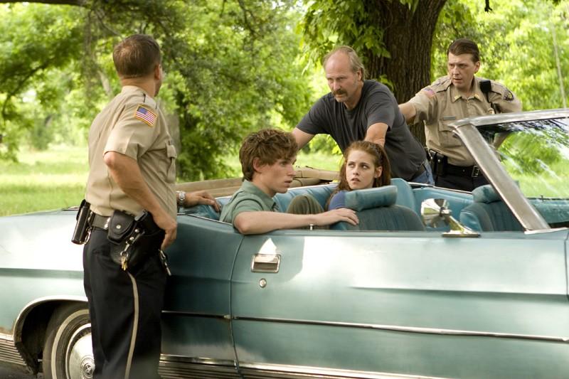 Una scena del film The Yellow Handkerchief con Eddie Redmayne, Kristen Stewart e William Hurt