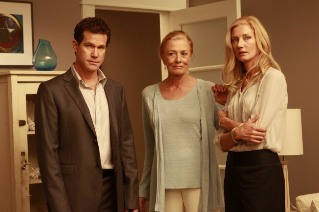 Dylan Walsh, Vanessa Redgrave e Joely Richardson nell'episodio Alexis Stone II di Nip/Tuck