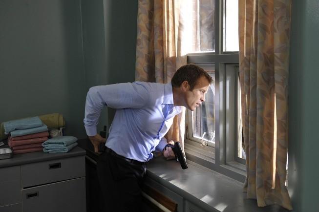 Mark Valley in una scena dell'episodio Run di Human Target