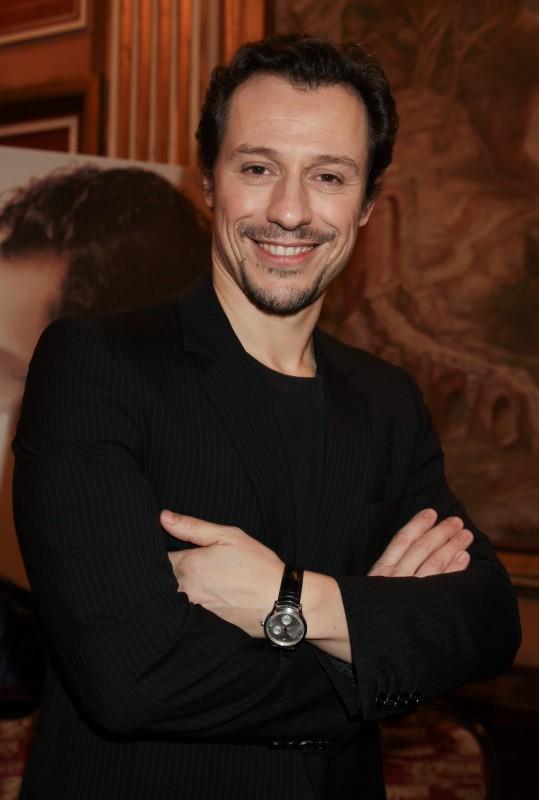 Roma, gennaio 2010: S. Accorsi presenta Baciami Ancora. L'attore indossa un orologio Jaeger-leCoultre Master Reserve de Marche.