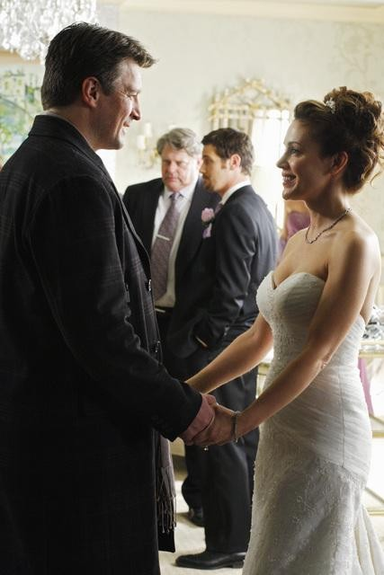 Alyssa Milano e Nathan Fillion nell'episodio A Rose for Everafter di Castle