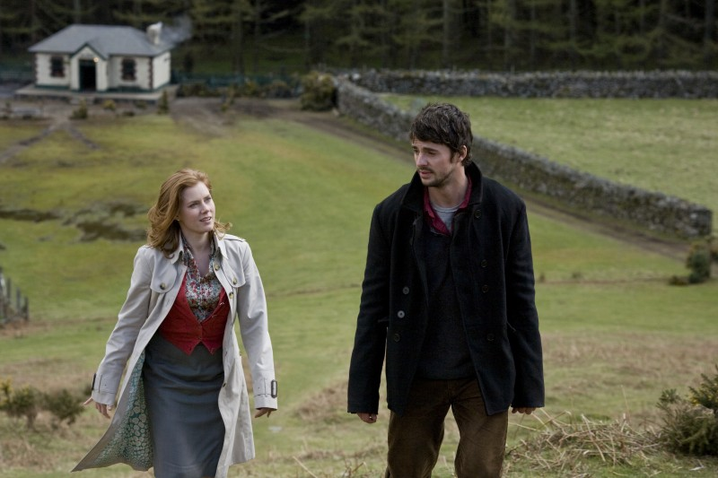 Amy Adams e Matthew Goode in una scena di Leap Year