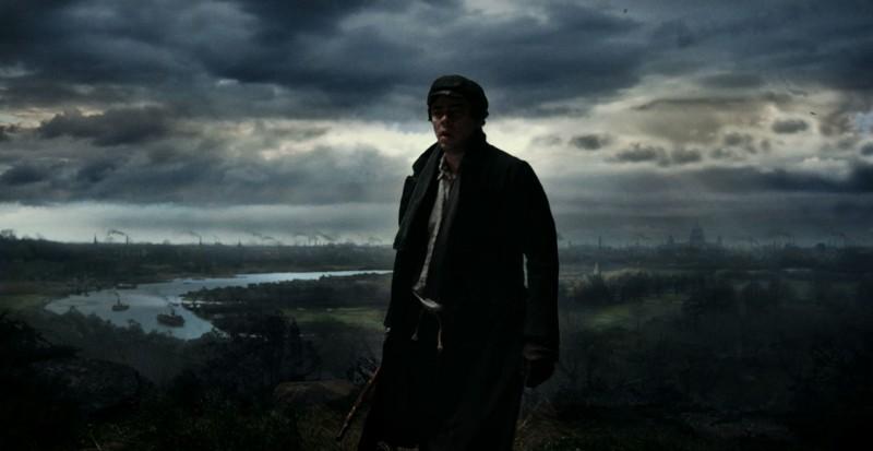 Benicio Del Toro in un'immagine gotica di The Wolf Man