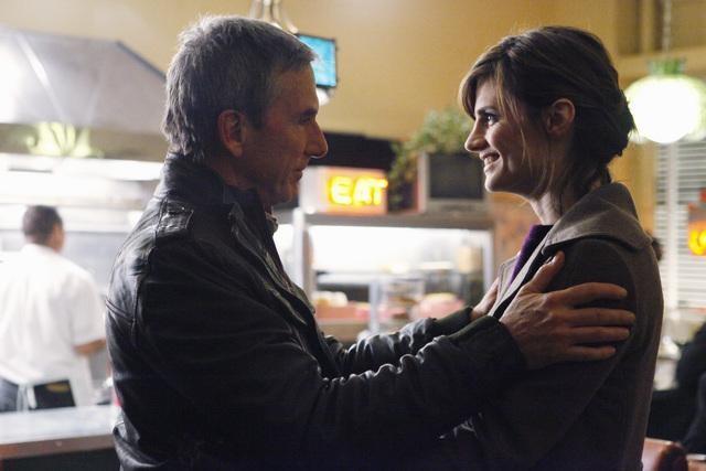 Castle: Scott Paulin e Stana Katic in una scena dell'episodio Sucker Punch