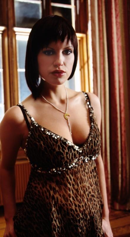 Jemima Rooper nella serie Hex