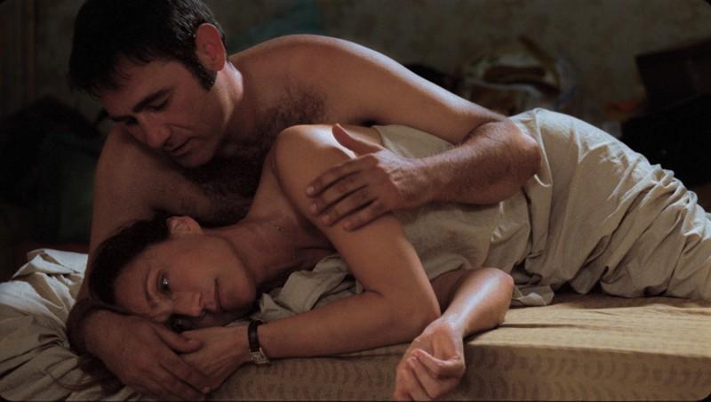 Kristin Scott Thomas e Sergi López in una sequenza del film L'amante inglese