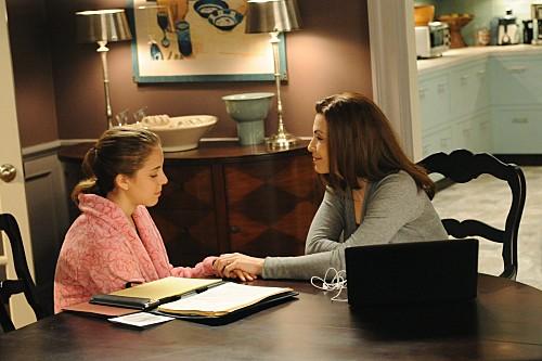 The Good Wife: Julianna Margulies e Makenzie Vega nell'episodio Infamy