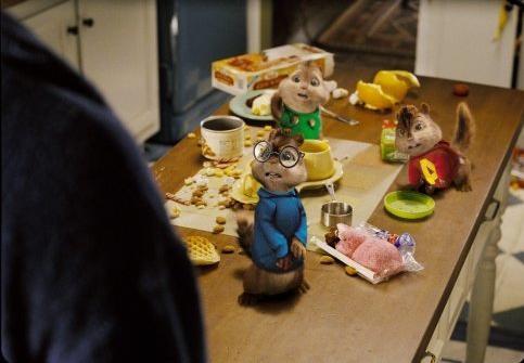 Alvin, Theodore e Simon, tre roditori combinaguai in una scena del film Alvin Superstar 2